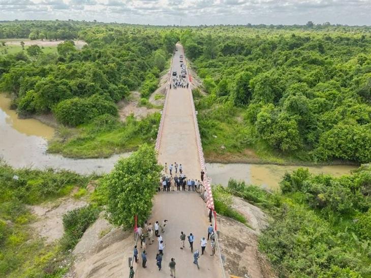 Quang cảnh từ trên cao ngày mở cửa khẩu quốc tế Tân Nam-Meun Chey