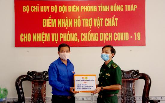 03-4-2020-dai-dien-huyen-doan-cao-lanh-trao-tuong-trung-vat-chat-ho-tro-bdbp-dong-thap-anh-phu-quy