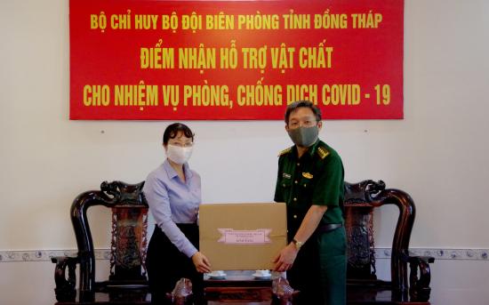 03-4-2020-lanh-dao-uy-ban-mttq-vn-tp-sa-dec-dong-thap-trao-vat-chat-ho-tro-bdbp-tinh-phong-chong-dich-o-bien-gioi-anh-phu-quy