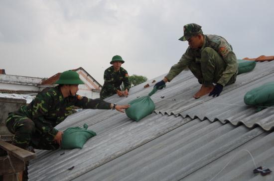 286snfqim7-21603_f_k2q1s6492_n_BP_c_Minh_gip_nhn_dn_chn_chng_nh_ng_ph_bo_s_6._nh_Vn_Tnh