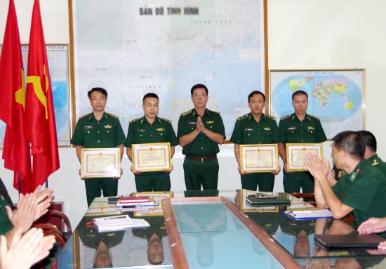 dai-ta-dang-toan-quan-cht-bdbp-quang-ninh-tang-thuong-cho-tap-the-ca-nhan-trong-chuyen-an