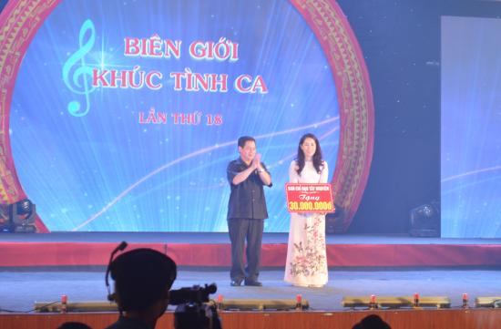 g5azmuq6hk-55366_13215187891256929577_ng_ch_iu_K_R_y_vin_Trung_ng_ng_Ph_Trng_Ban_Thng_trc_Ban_Ch_o_Ty_Nguyn_tng_30_triu_ng_cho_10_gia_nh_ngho_vng_bin_gii_huyn_Tuy_c_tnh_k_Nong