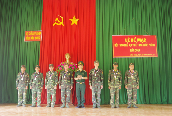lkhen8mt2j-15821_f_jx87op0g0_B_Ch_huy_BBP_k_Nng_trao_Huy_chng_vng_cho_cc_vn_ng_vin_t_thnh_tch_cao_trong_Hi_thao