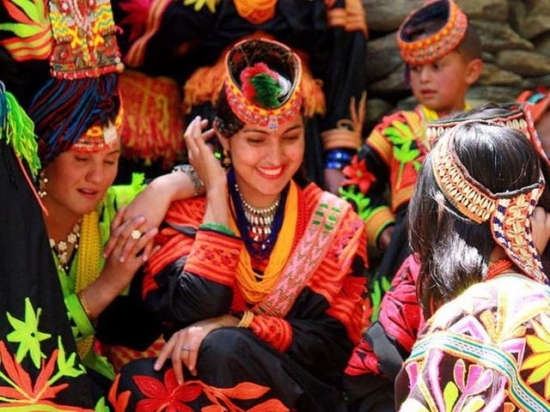 nhung-dieu-thu-vi-o-bo-lac-noi-tieng-co-my-nhan-dep-nhat-the-gioi-bo-lac4-1572839685-width640height480