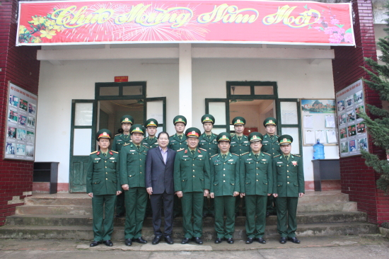 nzs90r2pew-58219_de1002b9-9900-9162-aaaf-9645a53e4e35@yahoo.com_Thng_tng_B_Xun_Trng_y_vin_TW_ng_Th_trng_BQP_chp_nh_lu_nim_vi_cn_b_n_BP_Tng_Ct