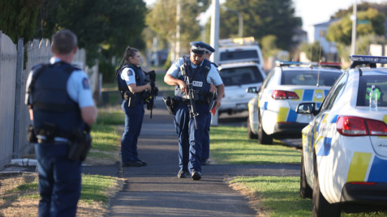 police-guarding-auckland-mosque-after-mass-shooting-jpg-37750359-ver1-0-640-360