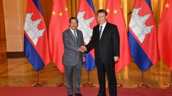 prime-minister-hun-sen-shakes-k