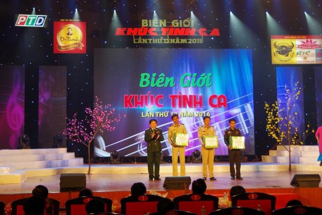 rjvti032a8-43907_1889931717724027342_B_Chi_huy_B_i_bin_phong_k_Nng_tng_qua_lc_lng_cng_an_qun_i_Campuchia