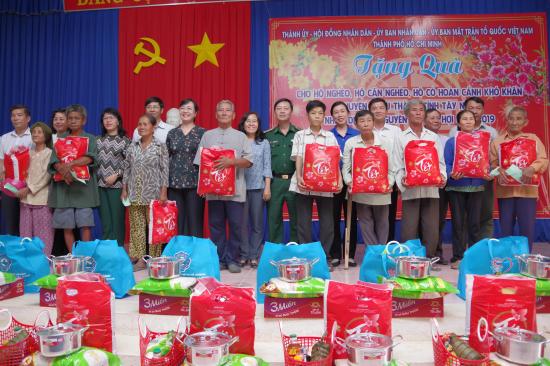 sm4v9g0lac-10465_f_jrhobqos3_anh_3._Tang_qua_tai_Thanh_Long