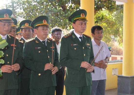 ub2g_thap-huong-vieng-cac-dong-doi