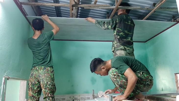 Bản chất của luận điệuphi chính trị hóa quân đội