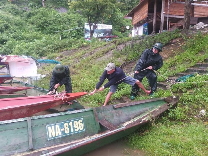 BĐBP Nghệ An tiếp tục triển khai các phương án hỗ trợ người dân trong mưa lũ