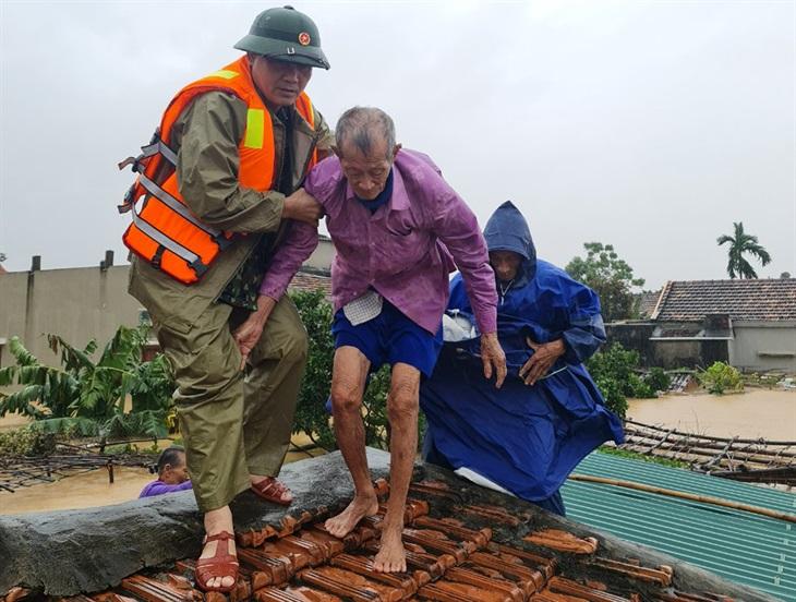 Dồn lực giúp dân đối phóvới mưa lũ, sạt lở đất