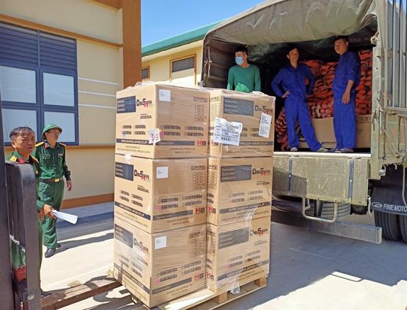 Bộ Tổng tham mưu xuất cấp gần 60 tấn lương khô và hàng nghìn trang thiết bị cứu hộ, cứu nạn