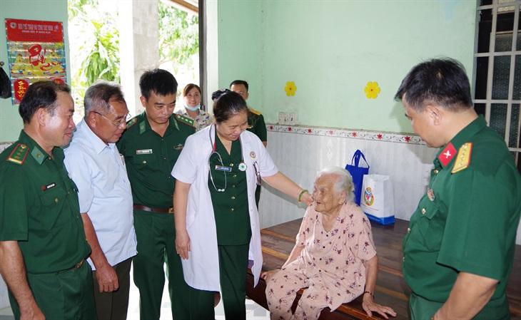 Chăm sóc sức khỏe người cao tuổi để thích ứng với già hóa dân số