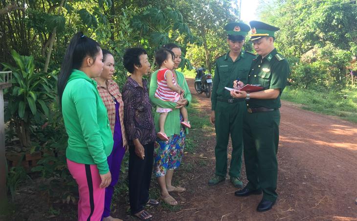 Phụ nữ Hưng Điền A tham giabảo vệ chủ quyền, an ninh biên giới