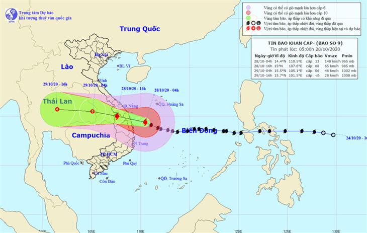 Hồi 4 giờ sáng, bão số 9 đi vào vùng biển Đà Nẵng - Phú Yên gây gió mạnh, mưa to