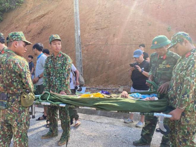 Cứu sống 33 người trong vụ sạt lở núi ở xã Trà Leng
