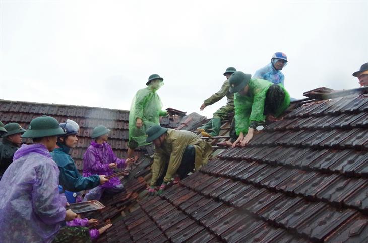 Hà Tĩnh: Lốc xoáy làm 29 ngôi nhà bị tốc mái