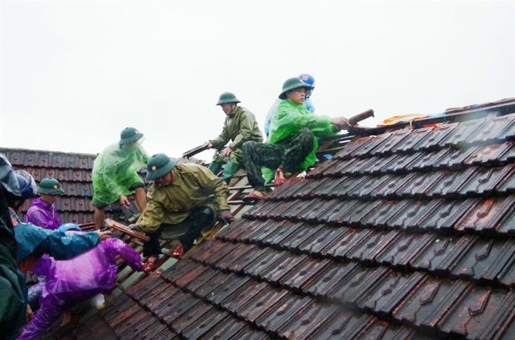 Giúp dân sớm ổn địnhcuộc sống sau bão số 9