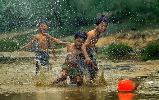 Đong đầy kỷ niệm tuổi thơ đi câu lươn