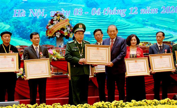 Tập thể Cục Chính trị BĐBP và cá nhân Thiếu tướng Phùng Quốc Tuấn được tặng thưởng Huân chương Lao động hạng III