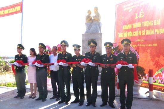Khánh thành tượng đài Bác Hồ với chiến sĩ Biên phòng tại Thừa Thiên Huế