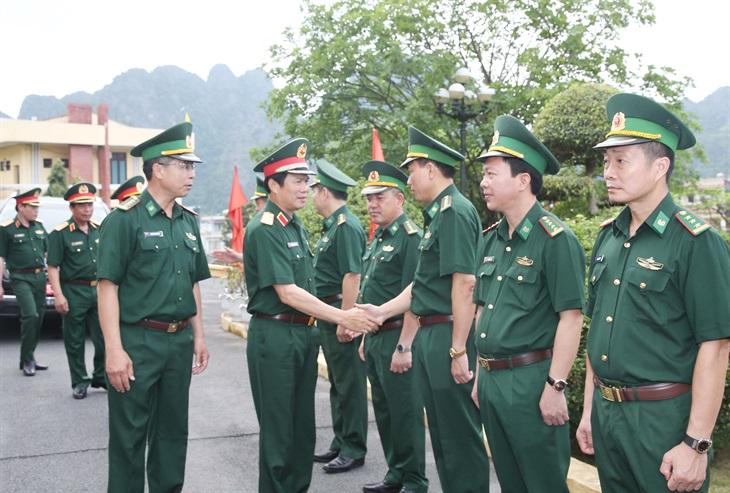 Trung tướng Nguyễn Tân Cương thăm và kiểm tra tại Bộ Chỉ huy BĐBP Quảng Ninh