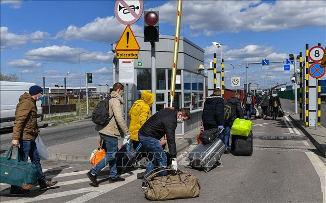 Ba Lan mở lại biên giới với EU từ 13-6
