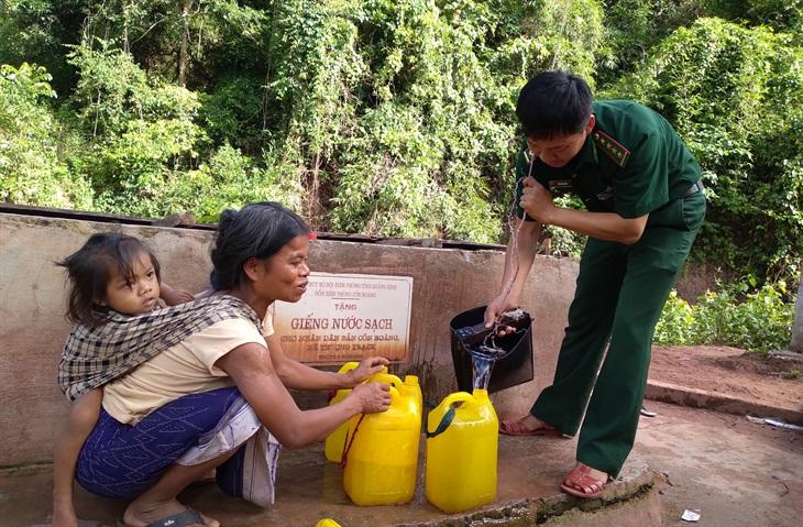 Hành trình đục đá tìm nướccho vùng biên khô khát