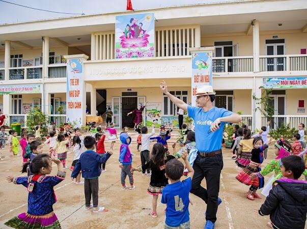 Cấp phát hàng hóa cứu trợ phòng, chống dịch Covid-19 cho người dân Điện Biên