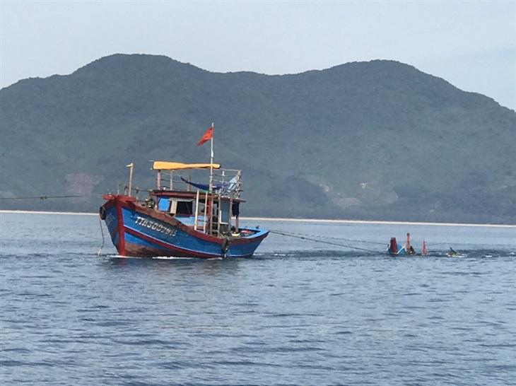 Truy tìm tàu cá gây nạn khiến 1 người chết, 1 người mất tích