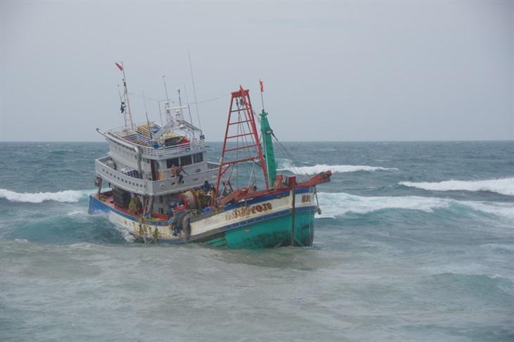 Cứu hộ thành công 19 thuyền viên gặp nạn trên vùng biển Bạch Long Vĩ