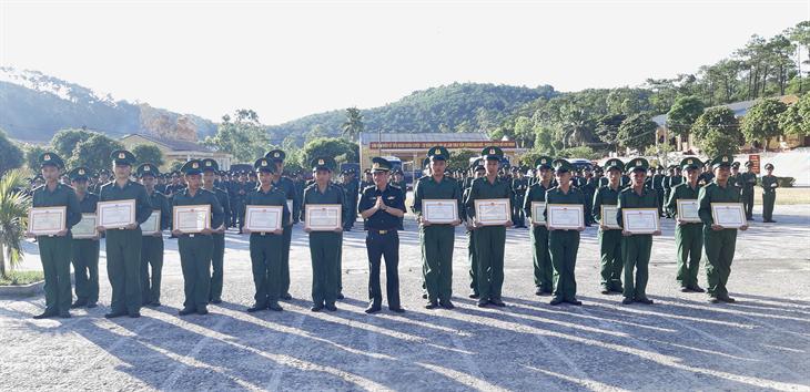Chiến sĩ mới hoàn thành khóa huấn luyện năm 2020