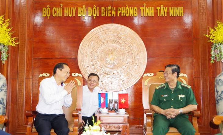 Đaị sứ Vương quốc Campuchia thăm BĐBP Tây Ninh