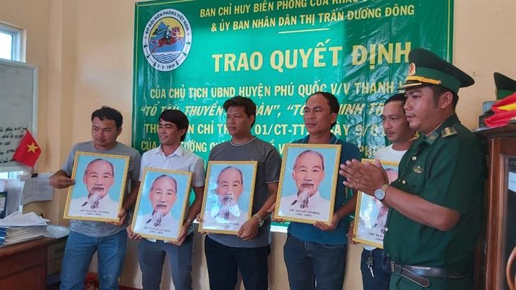 Trao tặng 500 ảnh Bác Hồ và 1.500 lá cờ cho ngư dân Phú Quốc