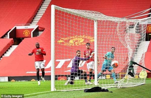 Man United và Chelsea cùng thắng đậm trước đối thủ