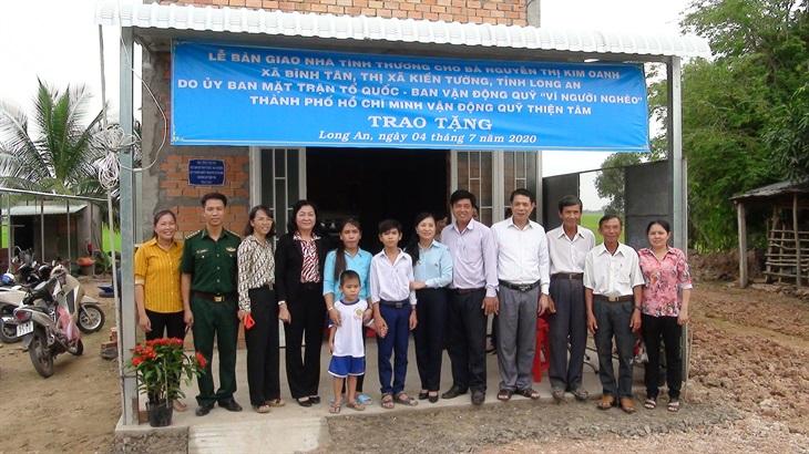 Trao nhà Đại đoàn kết cho các hộ nghèo trên địa bàn tỉnh Long An