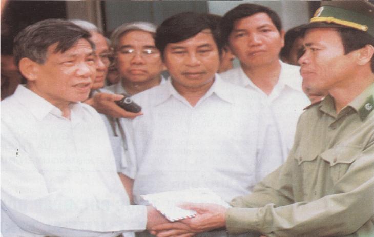 Tổng Bí thư Lê Khả Phiêu và Nghị quyết của Bộ Chinh trị về Xây dựng BĐBP trong tình hình mới