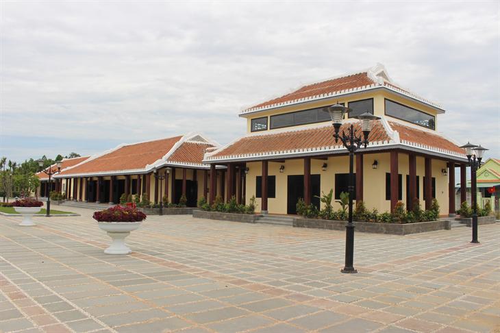 Thăm Khu lưu niệm Chủ tịchHội đồng Nhà nước Võ Chí Công