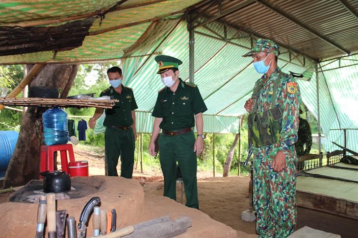 BĐBP Đắk Lắk đưa 1,5 tấn nhu yếu phẩm, vật tư y tế lên các chốt phòng, chống dịch Covid-19
