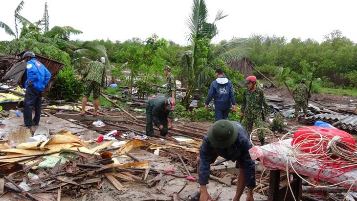 Sóc Trăng: Giúp dân khắc phục hậu quả lốc xoáy