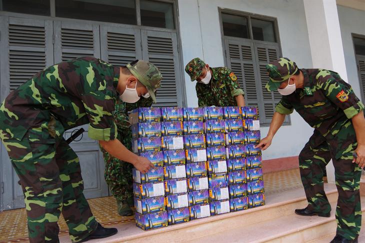 Bắt giữ 94 kg pháo nổ vận chuyển từ Campuchia vào Việt Nam