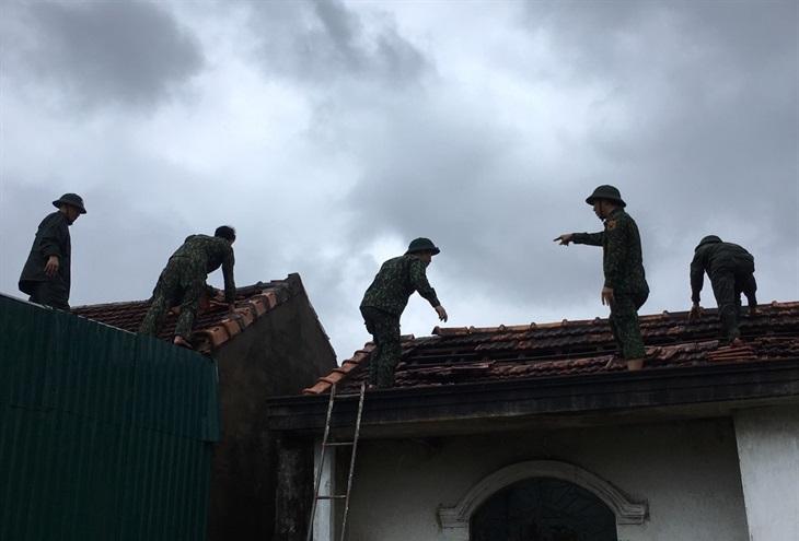 Hỗ trợ nhân dân khắc phục hậu quả lốc xoáy