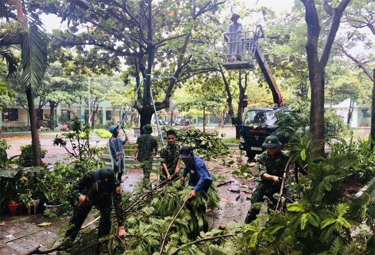 Bộ đội Biên phòng khẩn trương giúp dân khắc phục hậu quả bão số 5