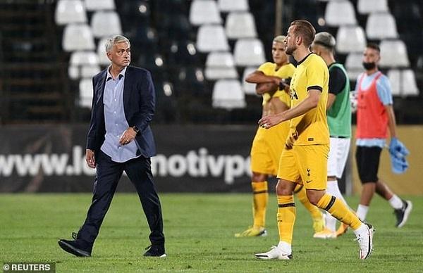 Mourinho cán mốc khủng, Juventus dứt tình với Higuain