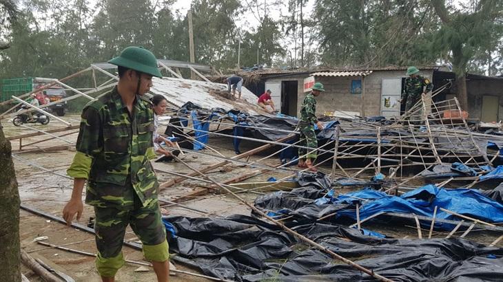 Tiếp tục duy trì quân số bám địa bàn giúp nhân dân khắc phục hậu quả bão số 5
