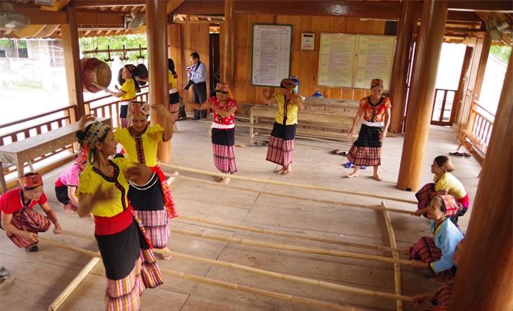 Phát huy tinh hoa văn hóadân tộc Thái trong cộng đồng