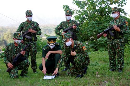 Bộ đội Biên phòng Lào Cai làm tốt hai vai