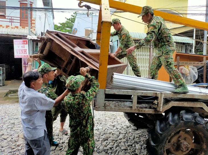 BĐBP An Giang giúp dân khắc phục sự cố sạt lở đất